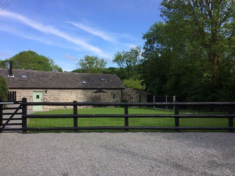 The Bakery - stone cottage near Llanrhystud, between Aberystwyth & Aberaeron., aluguéis de temporada em Llanon