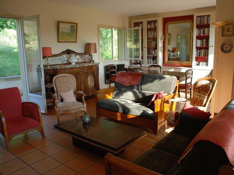 MAISON FAMILIALE DANS LE LOT, proche Cahors., holiday rental in Nuzejouls