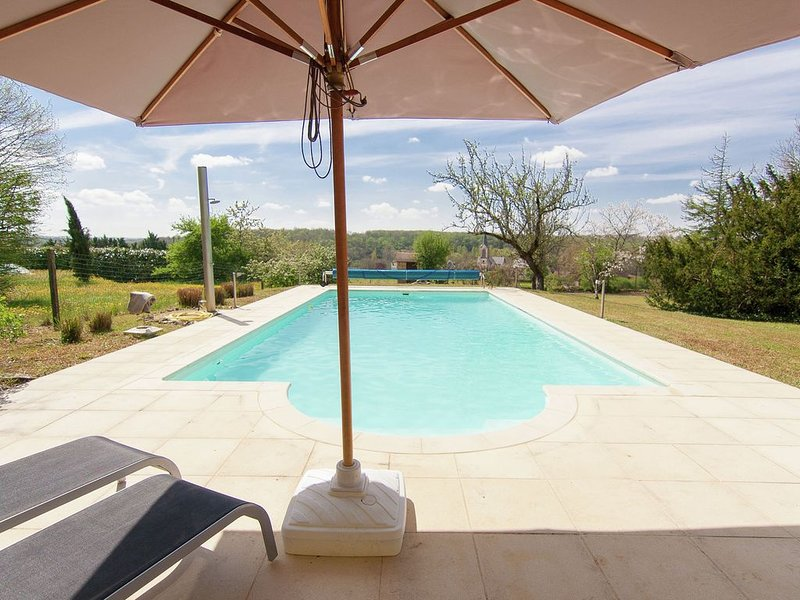 Charming Mansion in Brouchaud with Swimming Pool, vacation rental in Saint-Antoine-d'Auberoche