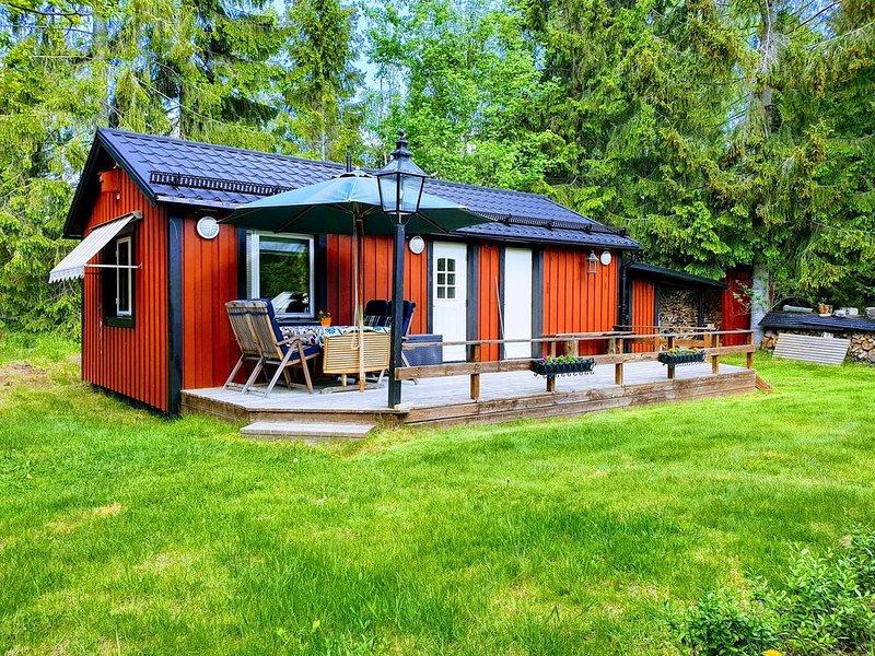Mysig gäststuga på Ingarö i Stockholms skärgård. Frukost/cyklar/kanot.., aluguéis de temporada em Varmdo