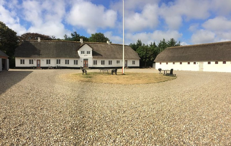 Holiday for nature lovers in apartment on idyllic farm, holiday rental in Henne Strand