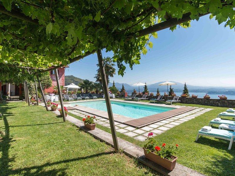 Villa Stresa Tulipano - 6 Guests, casa vacanza a Fosseno