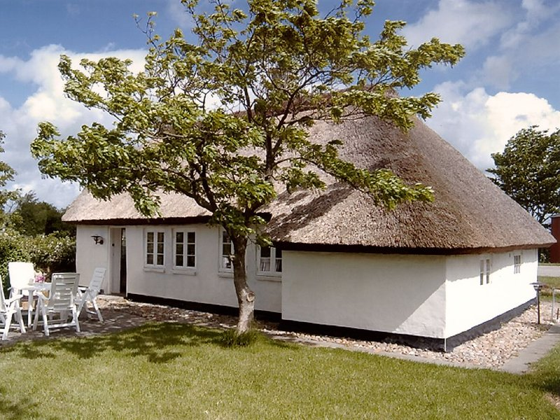Skarum, Mors. Beautiful thatchroofed holiday cottage located near the Limfjord, Ferienwohnung in Vile