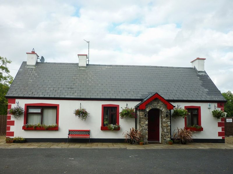 Cookies Cottage, BALLYSHANNON, COUNTY DONEGAL, vacation rental in Garrison