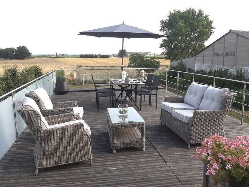 Modern Apartment in Alveringem with Roof Terrace, vacation rental in Watou