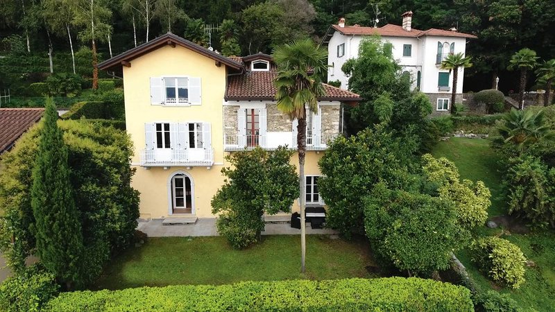 Lake view house - overlooking S. Caterina; 2 km drive to Stresa, holiday rental in Stresa