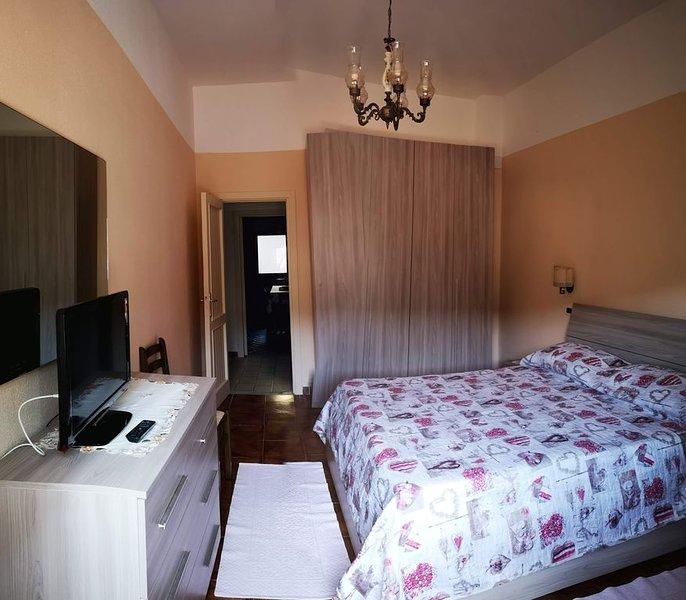 Appartamento nel centro storico 2 P2128, vakantiewoning in Galtelli