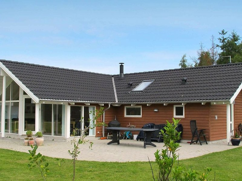 Modern Holiday Home in Stege with Whirlpool, location de vacances à Bogoe