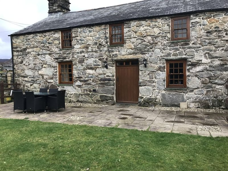 Grade II listed cottage in Snowdonia National Park, location de vacances à Llanbedr