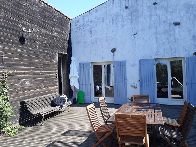 maison charentaise avec piscine privée chauffée, alquiler de vacaciones en Saintes