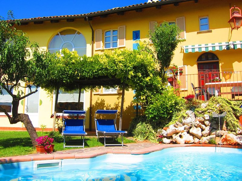 Paintful Villa in Langhe area - Castagnole delle Lanze, vacation rental in Govone