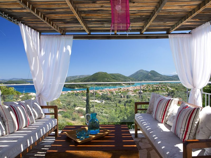 Luxury villa overlooking the sea with private pool-Villa Dahlia, holiday rental in Lefkada