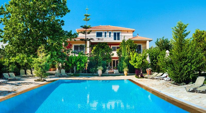 Luxury Apartments close to the beach and near the town Lefkas Blue Residence 2, holiday rental in Frini