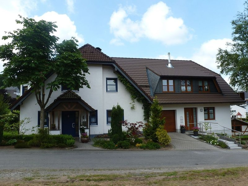 Cosy apartment with private garden in Brachthausen in the Sauerland – semesterbostad i Attendorn