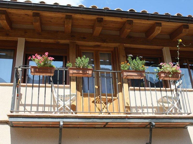 La casa Valloré del Maestrazgo, al comienzo de las bellas Pasarelas de Valloré, location de vacances à Villarroya de los Pinares