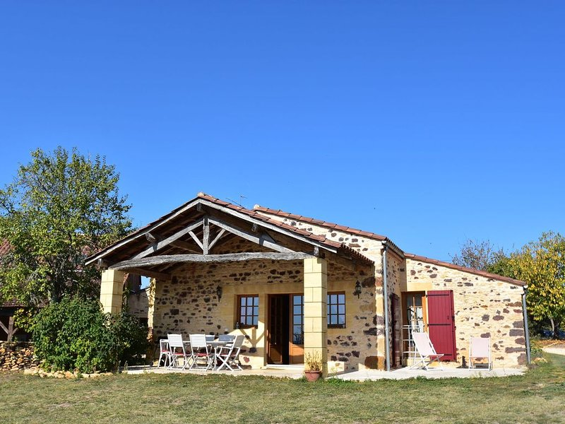 Lavish Home in Montferrand-du-Périgord Aquitaine with Pool, holiday rental in Sainte Croix