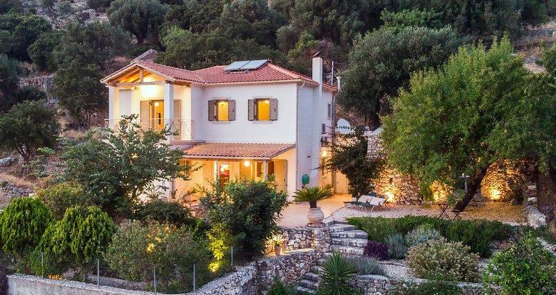 **Villa Levanta - Stunning Mountain Views, Near Agia Efimia & Myrtos Beach**, vacation rental in Divarata