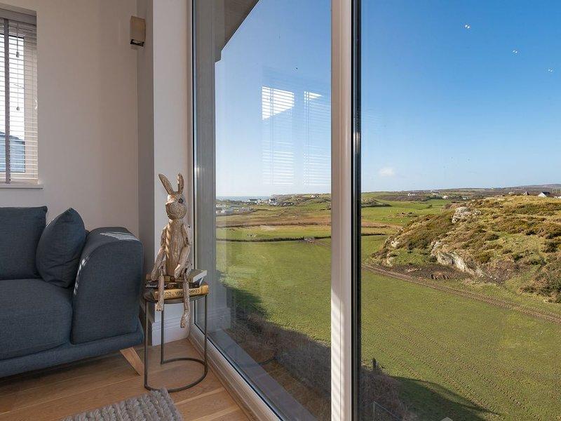 Cadair Arthur - A property with breath-taking views, location de vacances à Trearddur Bay