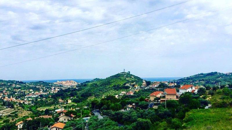 Imperia Villa con giaradino a 5 mn dal mare, aluguéis de temporada em Montegrazie