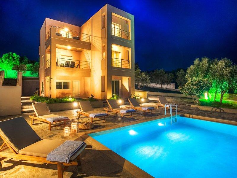Cyan Icons Villas with pool near Kalyves, casa vacanza a Tsivaras