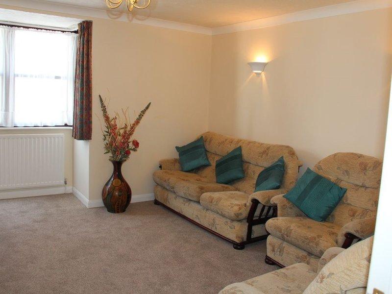45 mtre to Beach,Free Parking Apartment C (With Two Bedrooms, sleep 2-6), aluguéis de temporada em Weymouth