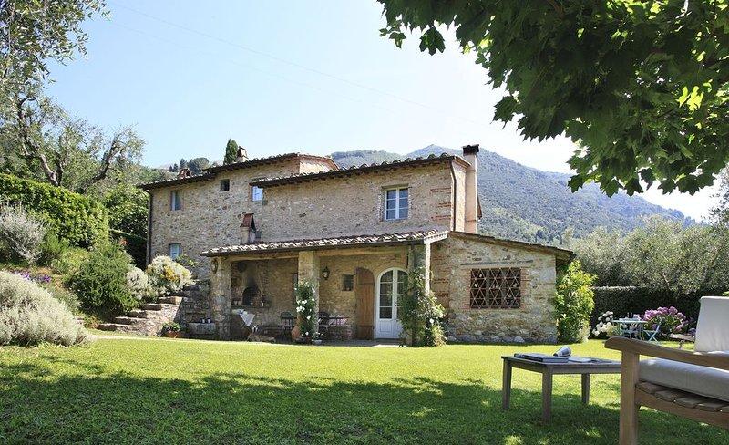 Splendid 5 bedroom Villa in Camaiore (Q4474), aluguéis de temporada em Salapreti