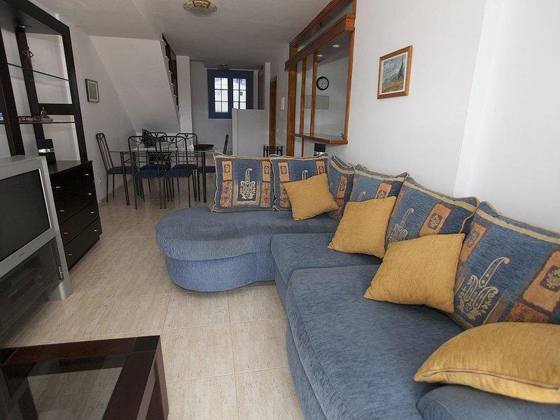 Precioso duplex en Costa Teguise con amplia terraza. WiFI gratis (modem ADSL), holiday rental in Costa Teguise