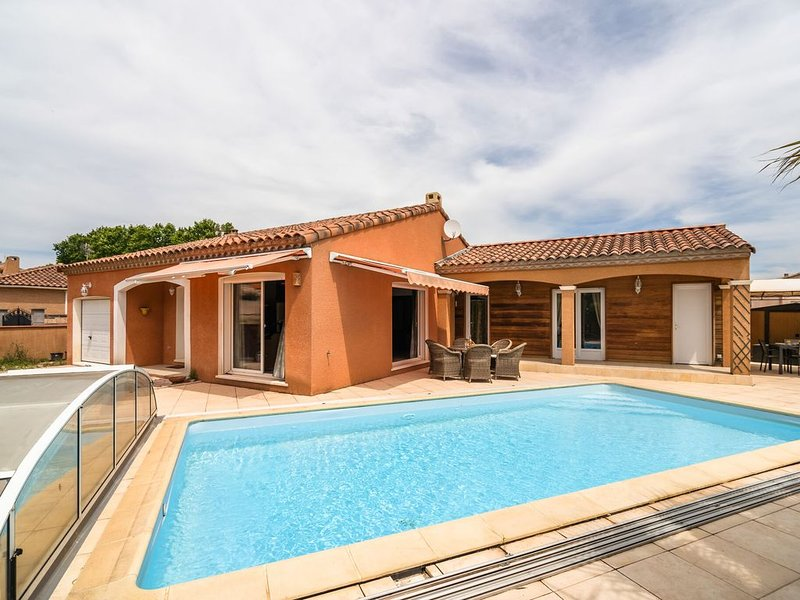Quaint Villa in Aigues-Vives with Private Pool, holiday rental in Aigne