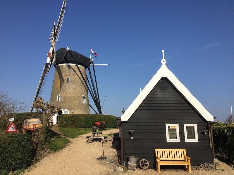 NIEUW, Huisje onder de molen en direct aan de Haven van Brouwershaven, holiday rental in Brouwershaven