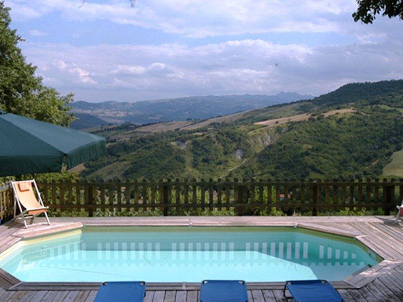 Family Villa In Stunning Rural Countryside With Mountain Views, Lovely Pool, location de vacances à Civitella Messer Raimondo