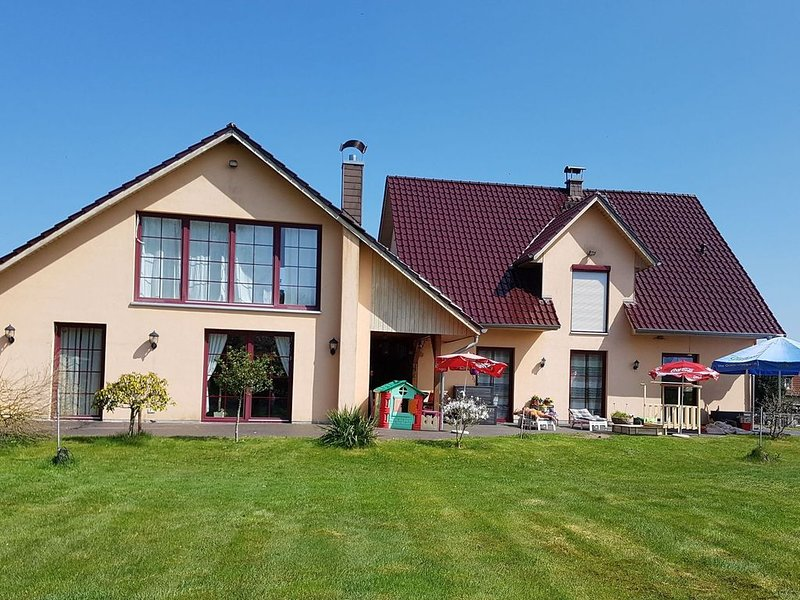 Wonderful Holiday Home in Rolofshagen with Swimming Pool, holiday rental in Reppenhagen