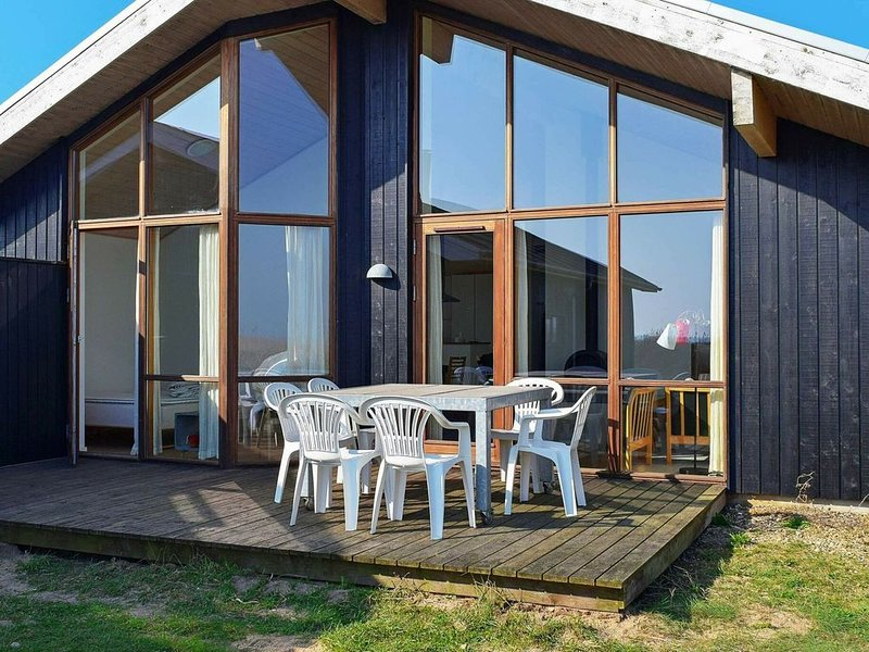 Splendid Holiday Home in Ulfborg with Sauna, Ferienwohnung in Baekmarksbro