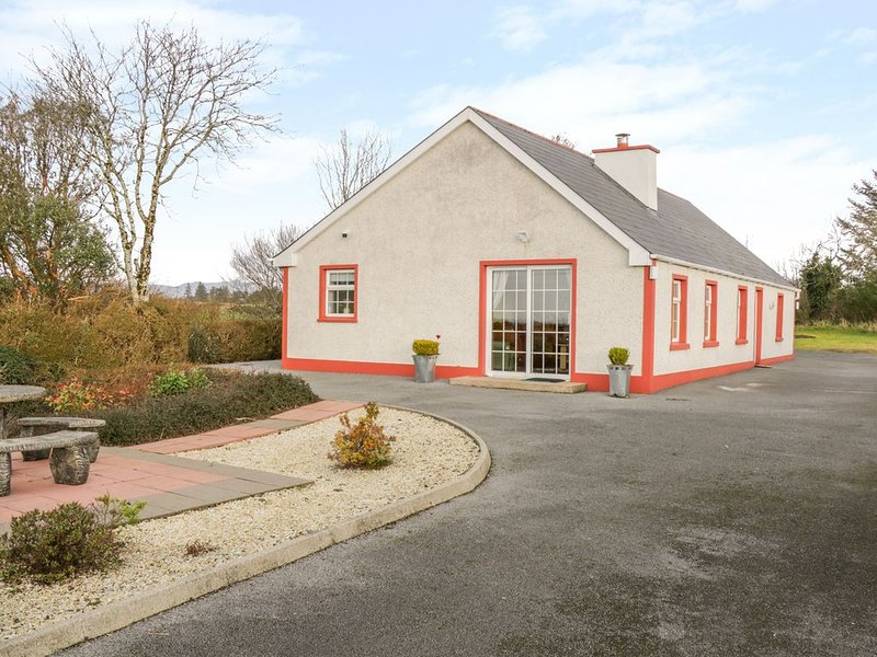 Ellen's Cottage, MOUNTCHARLES, COUNTY DONEGAL, holiday rental in Dunkineely