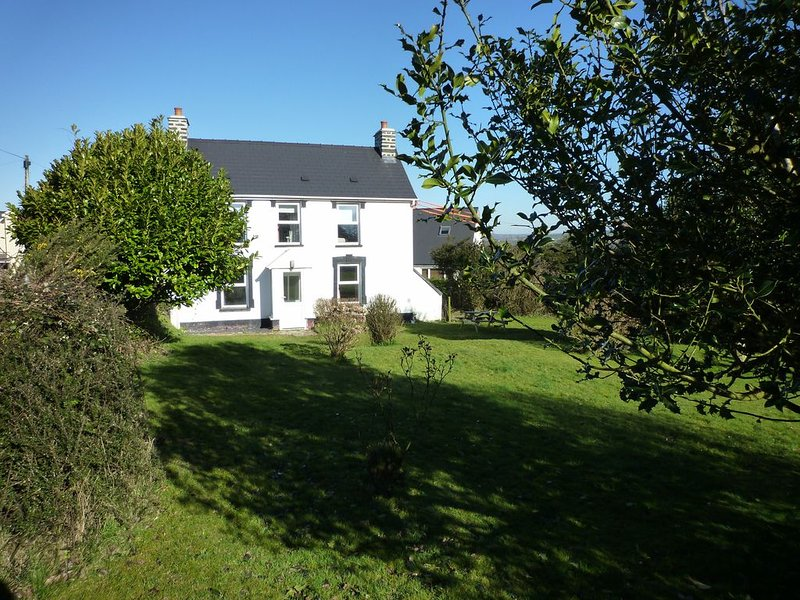 Cosy detached house near the sea, vacation rental in Tan-y-groes