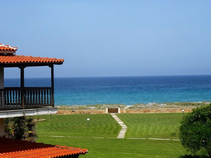 Cozy Traditional House next to the sea, holiday rental in Fourka