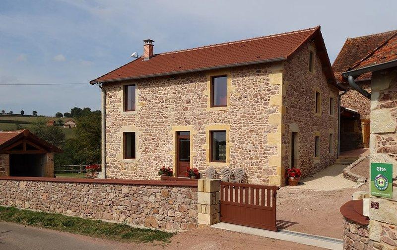 Gite dans la campagne verdoyante et vallonnée de la Bourgogne du Sud, holiday rental in Paray Le Monial