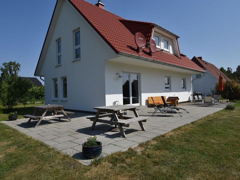 Spacious Holiday Home in Hornstorf with Trampoline, holiday rental in Warin
