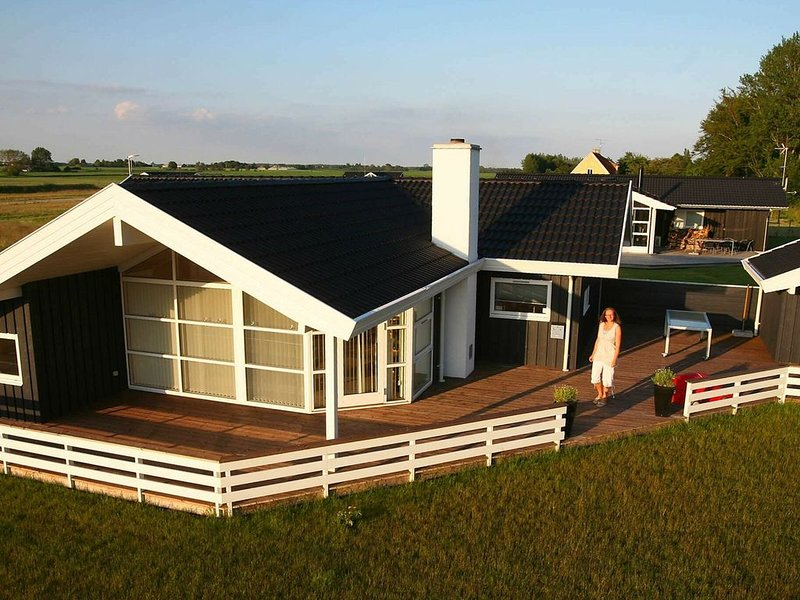 Charming Holiday Home in  Nysted with Whirlpool, location de vacances à South Zealand