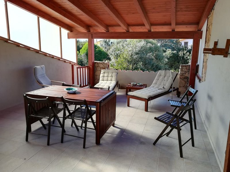 Casa vacanze 'da Marty & Ale' 200 mt. dalla spiaggia, terrazza, giardino., holiday rental in Putzu Idu