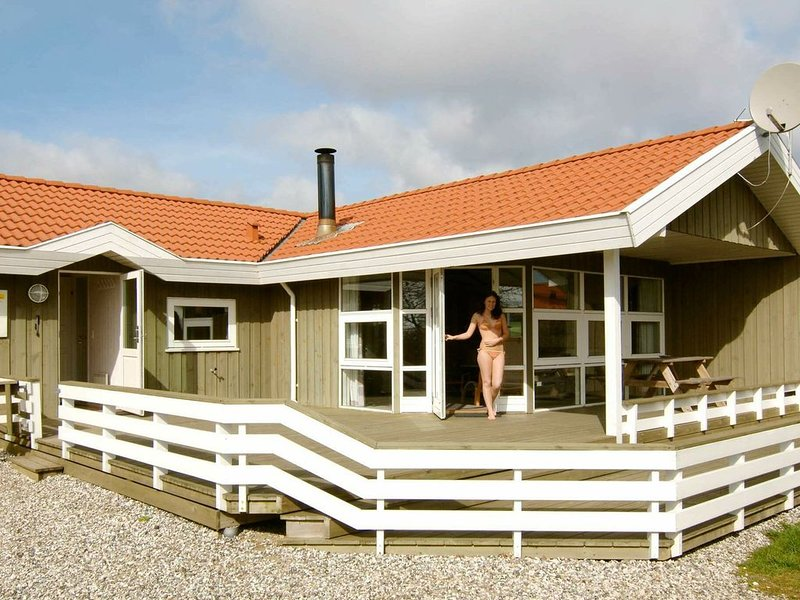 Airy Holiday Home in Børkop with Sauna, location de vacances à Bredsten