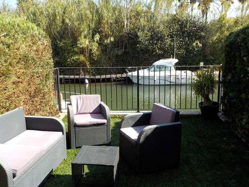 Maison Pecheurs -Apartment-Apartment-Ensuite with Shower-Canal view, holiday rental in Port Cogolin