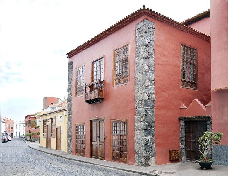 Casa Roja - Villa Atico - Garachico Colors, holiday rental in El Tanque
