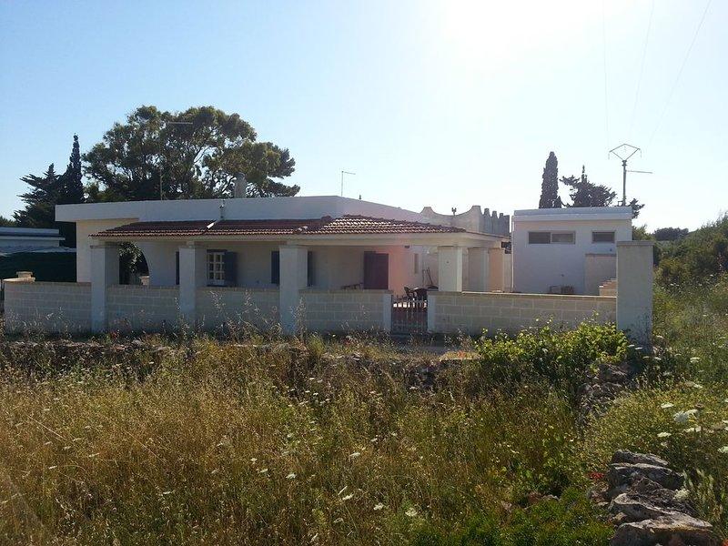 Villa indipendente con due ampie verande, 8+1 posti letto, 300 m circa dal mare., location de vacances à Campomarino