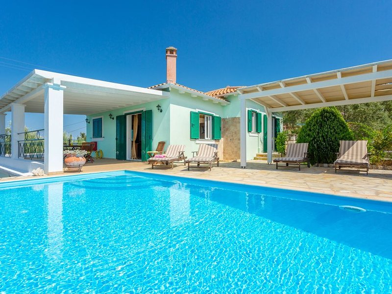 Villa Belvedere Verde: Large Private Pool, Sea Views, A/C, WiFi, holiday rental in Lefkada