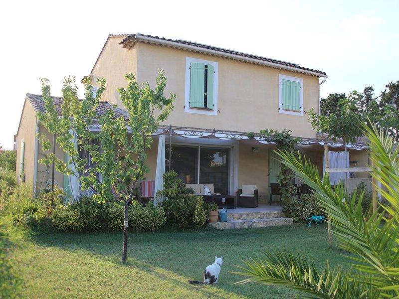 Maison familiale aux portes d'Avignon idéal Festival d'Avignon, holiday rental in Barbentane