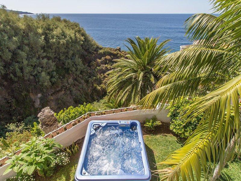 BEAUTIFUL VILLA with SEA VIEWS in NATURE RESERVE, aluguéis de temporada em Los Realejos
