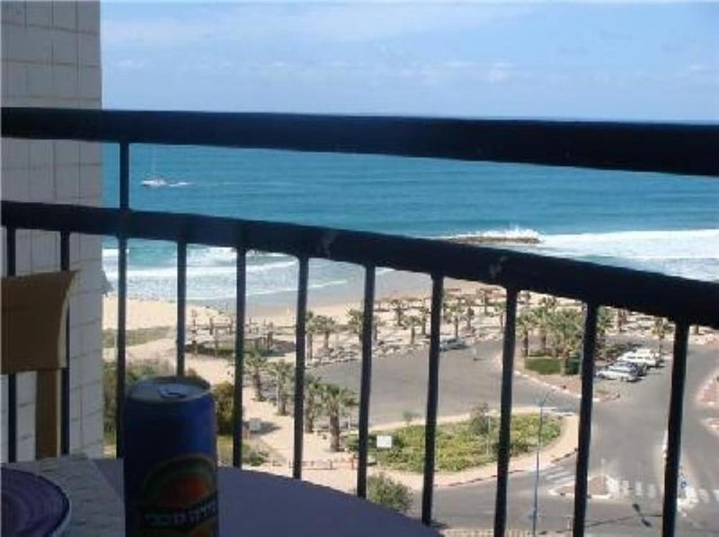 Beau 2p salon + chambre superbe panorama, tout confort, plage 200m, 2-4 pers, holiday rental in Ashkelon