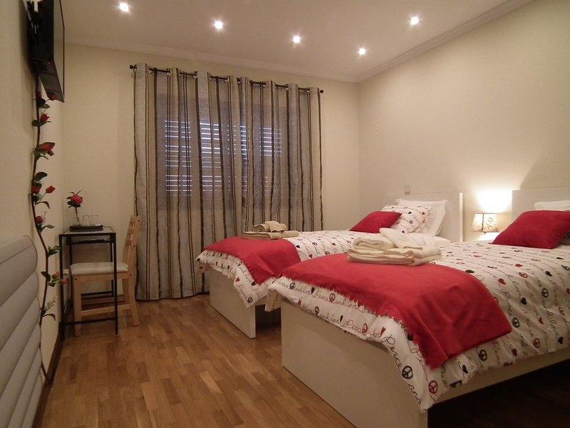 Areias do Douro - Guest House (quarto Twin Standard c/ casa de banho completa), vacation rental in Valongo
