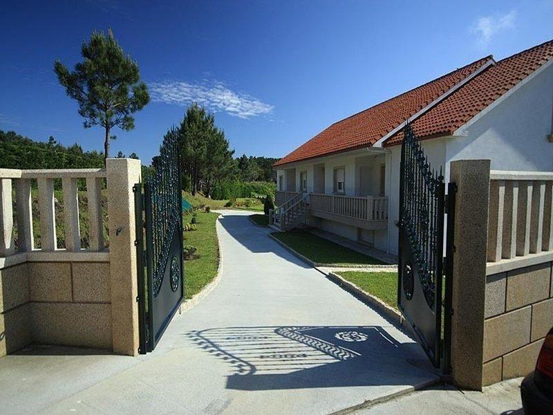 Apartamento - 2 Dormitorios - 101885, holiday rental in A Virxe Do Camino