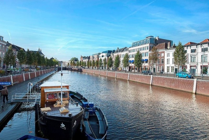 Delectable apartment by the canal, Ferienwohnung in Prinsenbeek